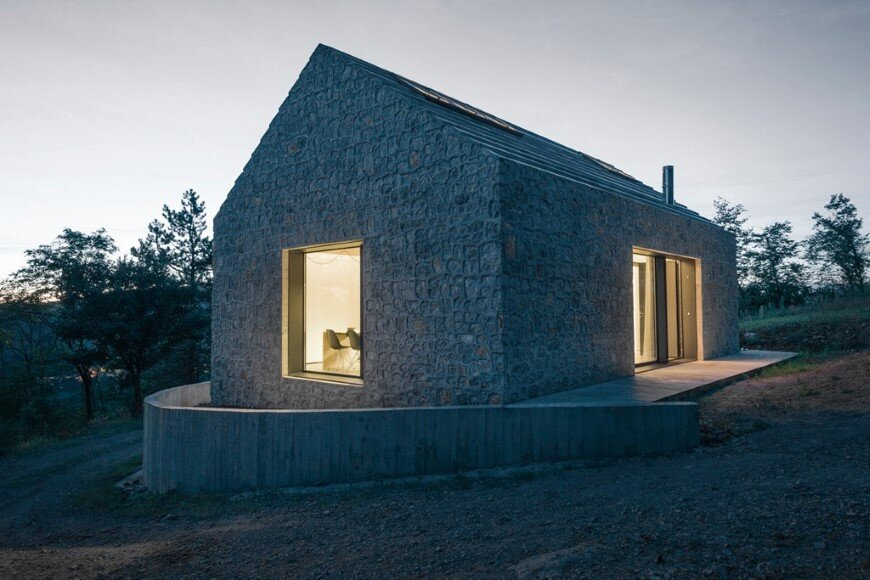 Compact Karst house redefinition of a traditional stony house (12)