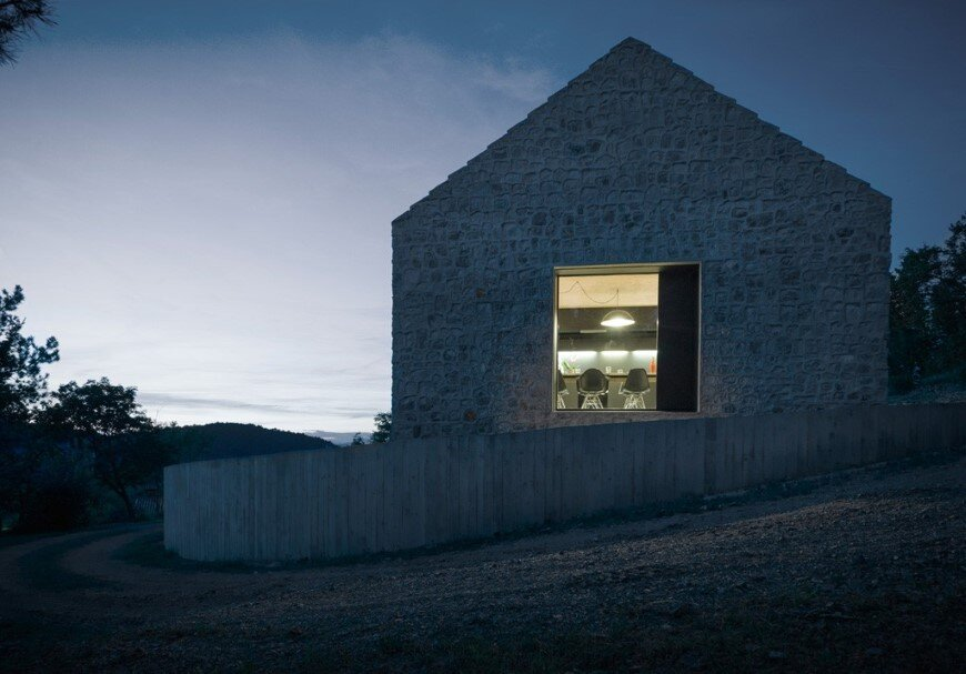 Compact Karst house redefinition of a traditional stony house (14)
