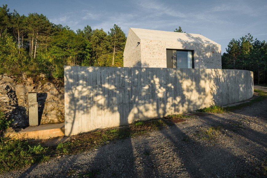 Compact Karst house redefinition of a traditional stony house (2)