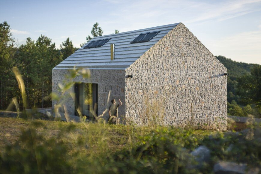 Compact Karst house redefinition of a traditional stony house (4)