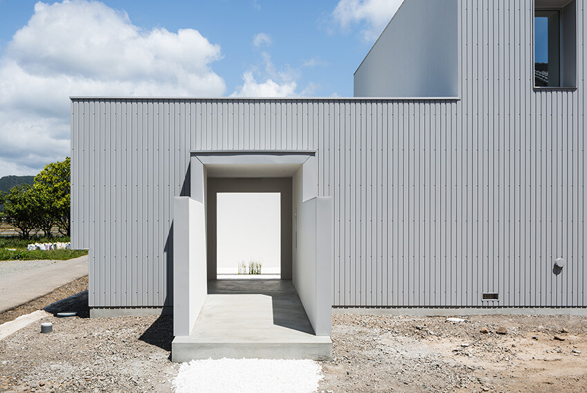 Courtyard House gives an impressive and fresh feel -  FORM  Kouichi Kimura Architects (5)
