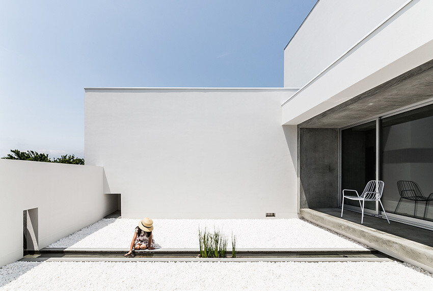 Courtyard House gives an impressive and fresh feel -  FORM  Kouichi Kimura Architects (7)