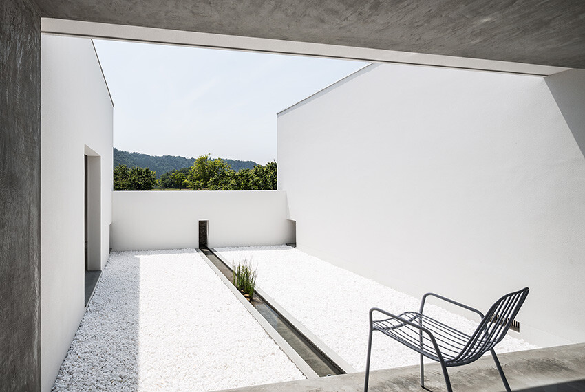 Courtyard Jigha House gives an impressive and fresh feel -  FORM  Kouichi Kimura Architects (11)