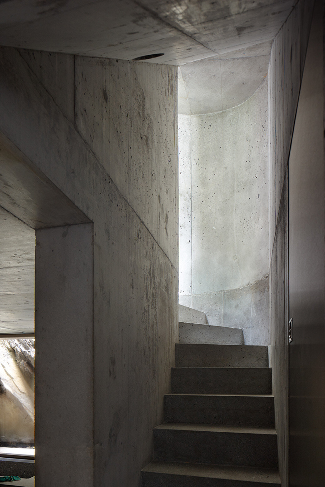 Fascinating concrete cabin in the Swiss Alps by German architecture studio Nickisch Sano Walder Architekten (5)