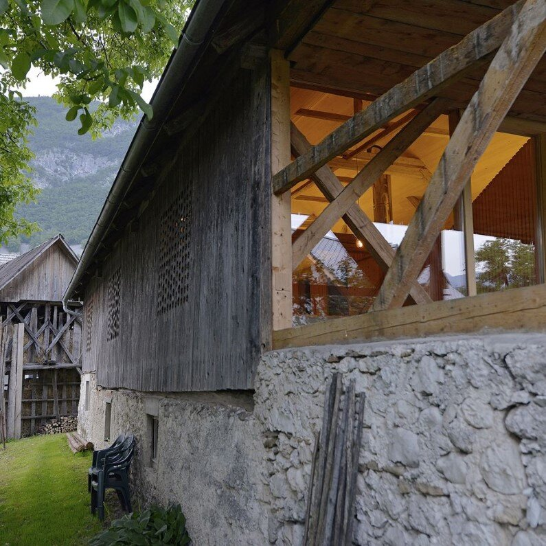 Old Alpine Barn revitalized by converting into a loft apartment  (11)