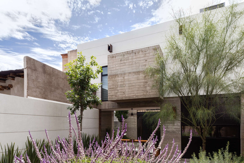 Old building transformed into a contemporary residence - Chihuahua, Mexico (3)