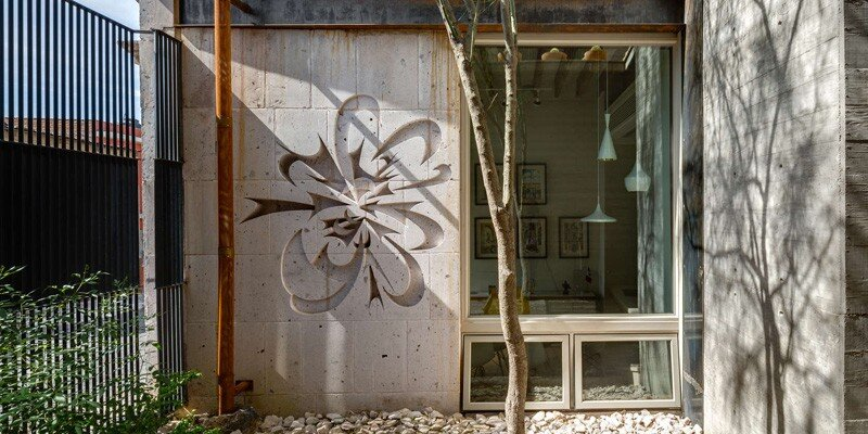 Old building transformed into a contemporary residence - Chihuahua, Mexico (4)