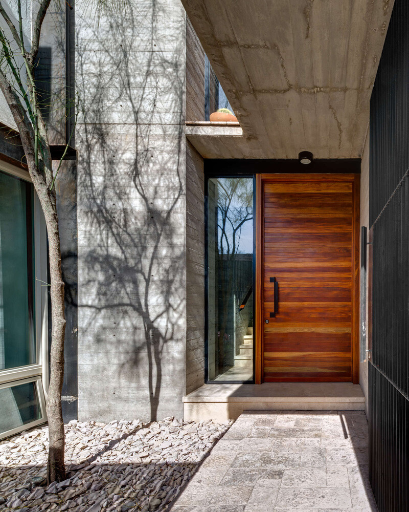 Old building transformed into a contemporary residence - Chihuahua, Mexico (5)
