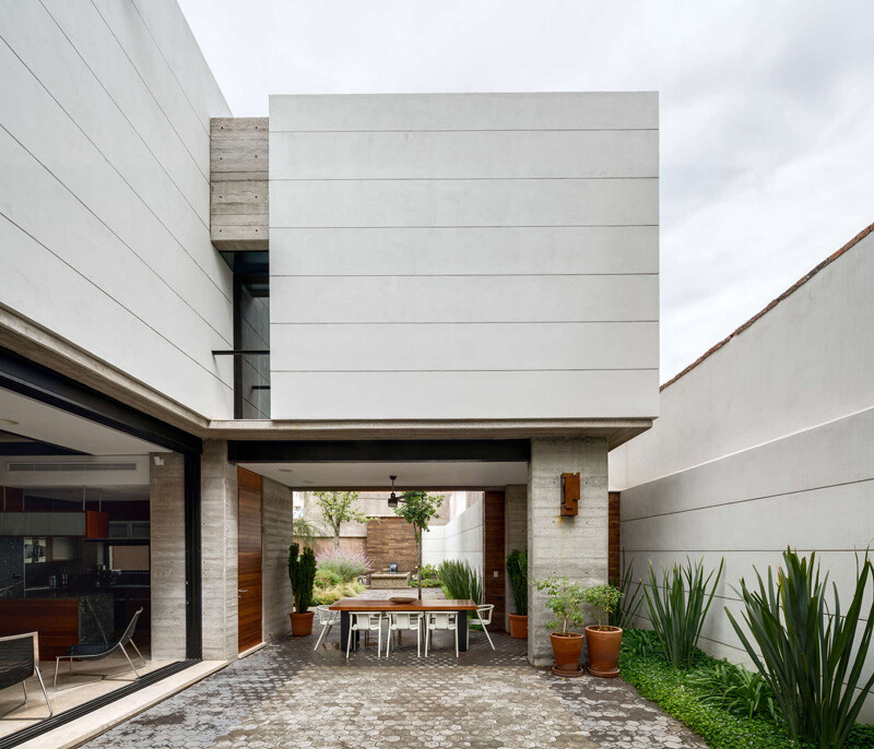 Old building transformed into a contemporary residence - Chihuahua, Mexico (7)