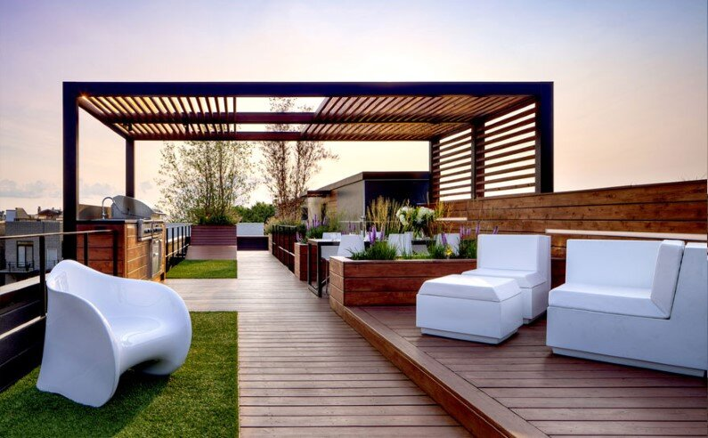 Rooftop social space designed to showcase the Chicago skyline  (1)