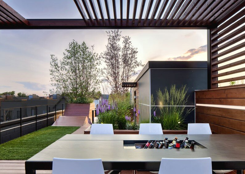 Rooftop social space designed to showcase the Chicago skyline  (2)