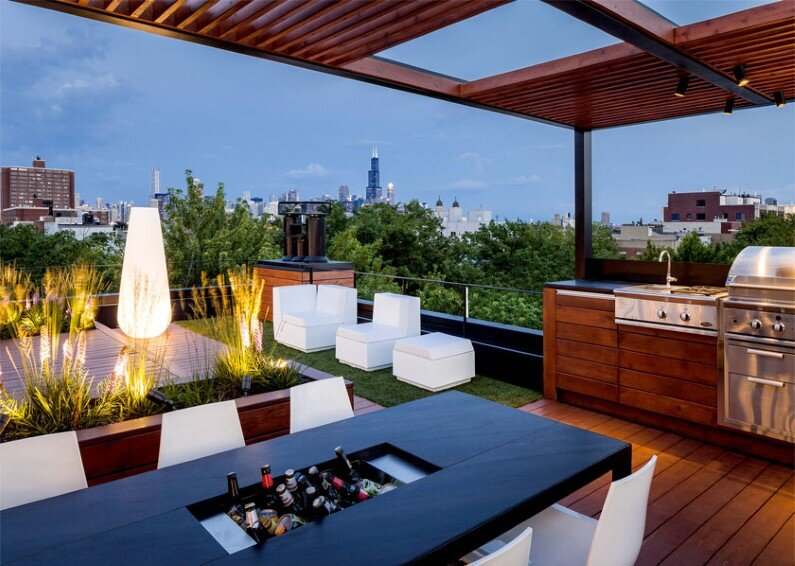 Rooftop social space designed to showcase the Chicago skyline  (3)