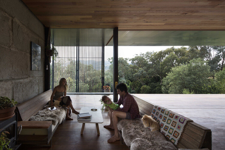 Sawmill House sustainable architecture by reusing waste concrete (11)