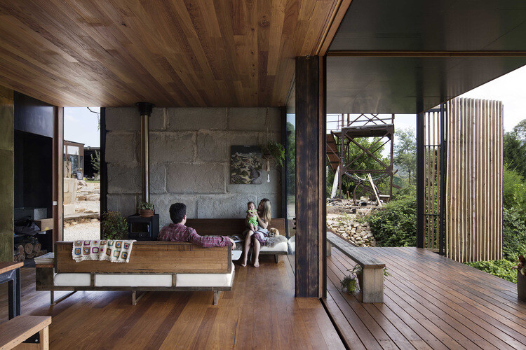 Sawmill House sustainable architecture by reusing waste concrete (3)