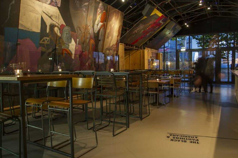Topolski Bar celebrates the art of Feliks Topolski by B3 Designers (10)