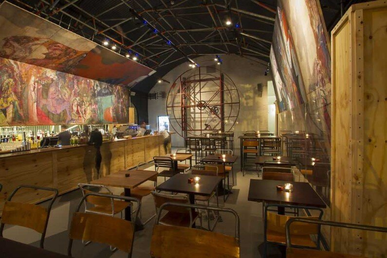 Topolski Bar celebrates the art of Feliks Topolski by B3 Designers (3)