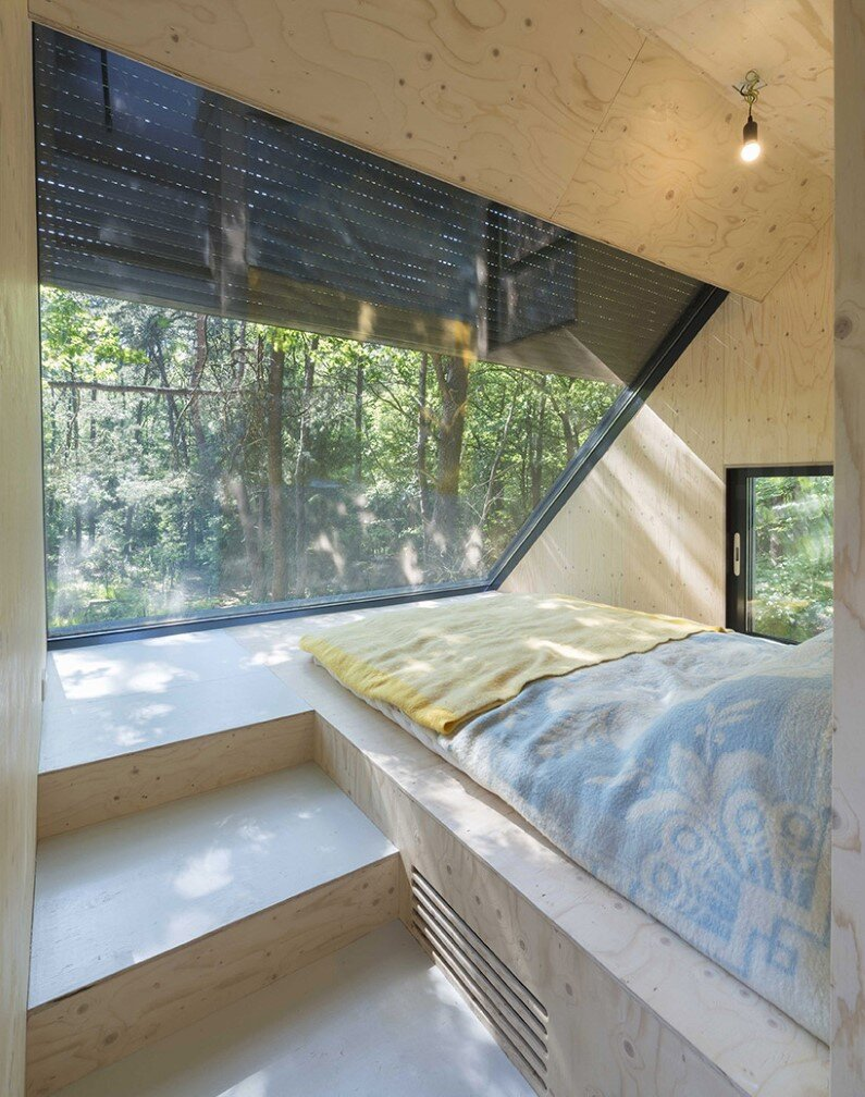 Transformation Forest House sustainable, compact and sculptural rooftop extension (4)