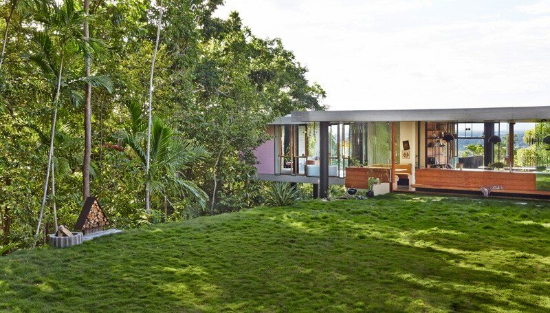 Tropical house nestled amongst treetops in Queensland (4)