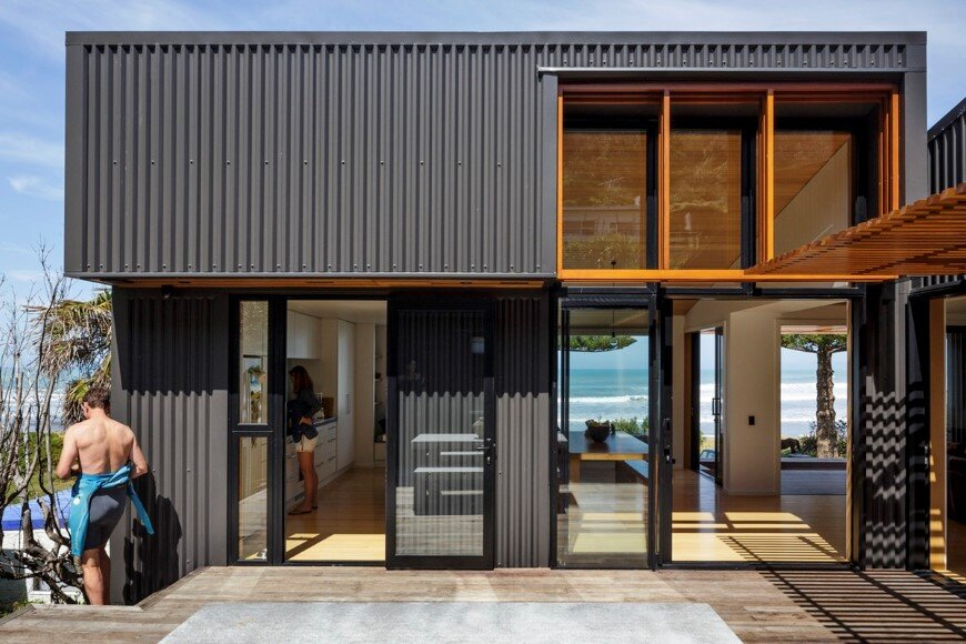 offSET Shed House is a beach house with a large opening to the sea (10)