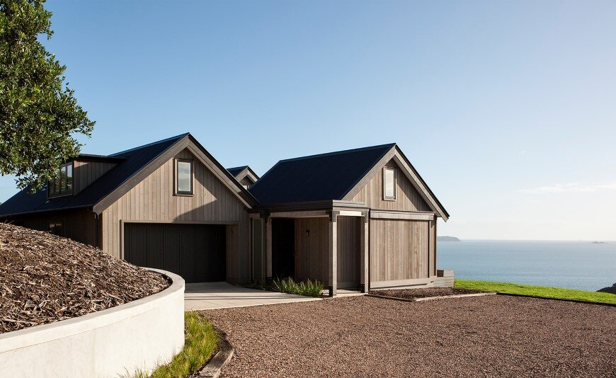 Bold architecture with maximum exposure to the views and seasonal rhythms - Owhanake Headland 1