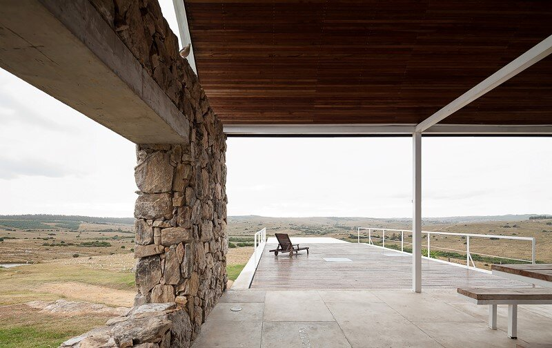 Calera del Rey House: stone structure with a vaulted roof
