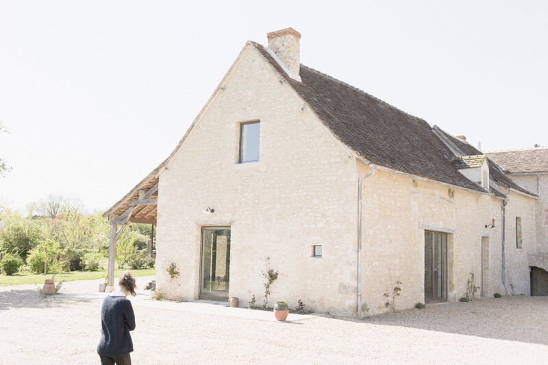 Conversion of an old farmhouse into a summer home - by French studio Septembre Architecture (1)
