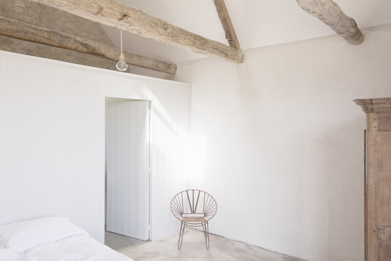 Conversion of an old farmhouse into a summer home - by French studio Septembre Architecture (3)