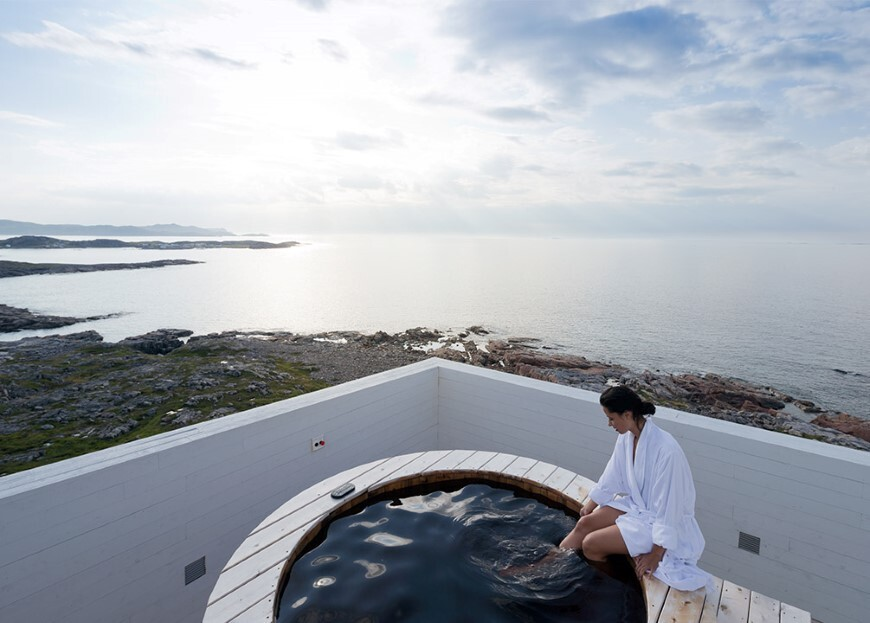 Fogo Inn by a timeless piece of architecture by Saunders (19)