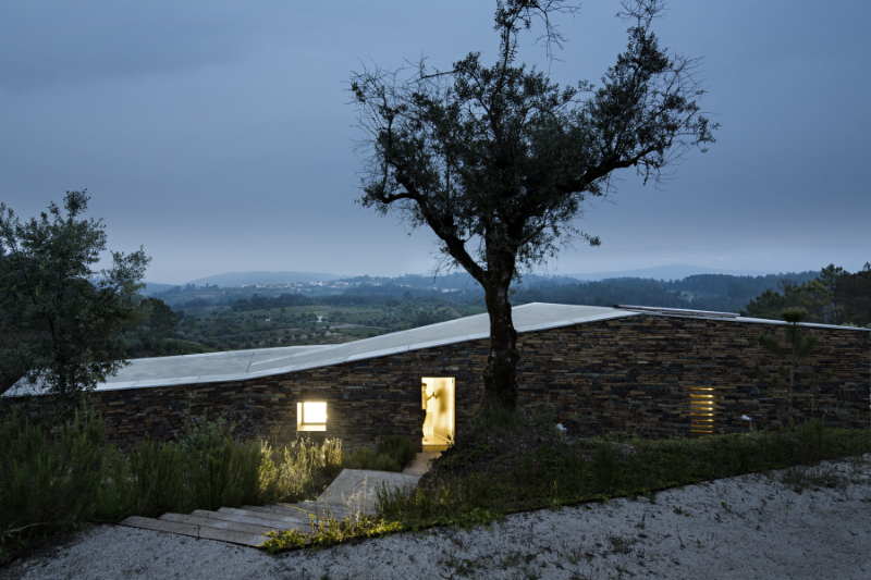 Gateira concrete house designed in harmony with dramatic landscape (18)