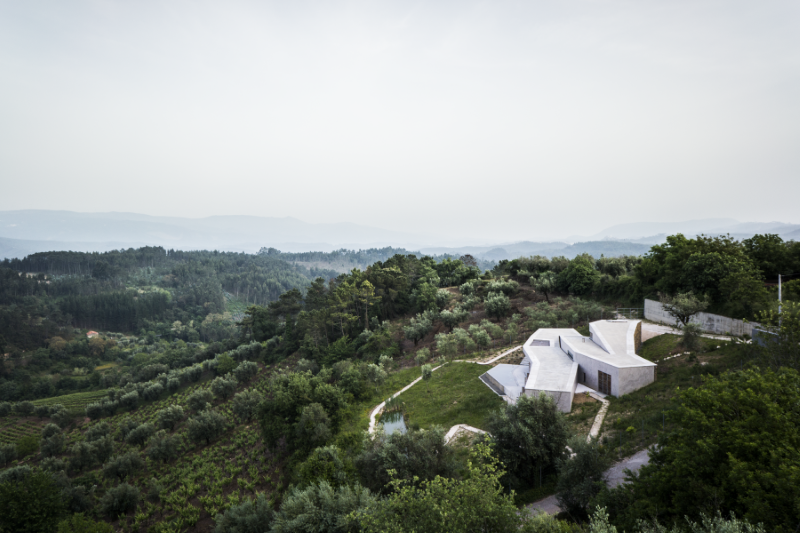 Gateira concrete house designed in harmony with dramatic landscape (8)