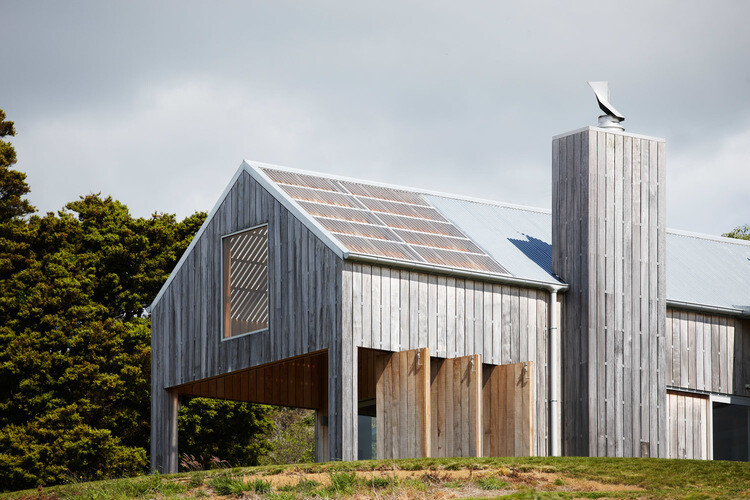 Matakana Barn – single level home by Strachan Group Architects