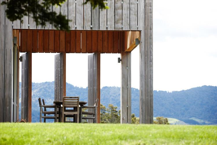 Matakana House - single level home by Strachan Group Architects (17)
