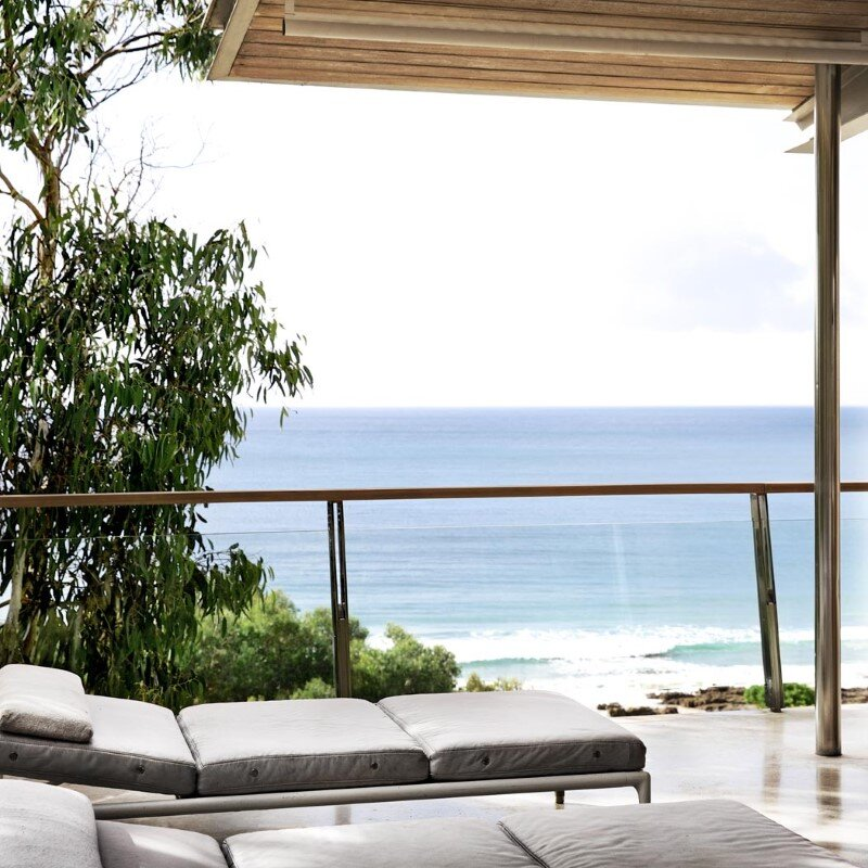 Ocean Retreat sculpted from concrete, timber and glass (17)