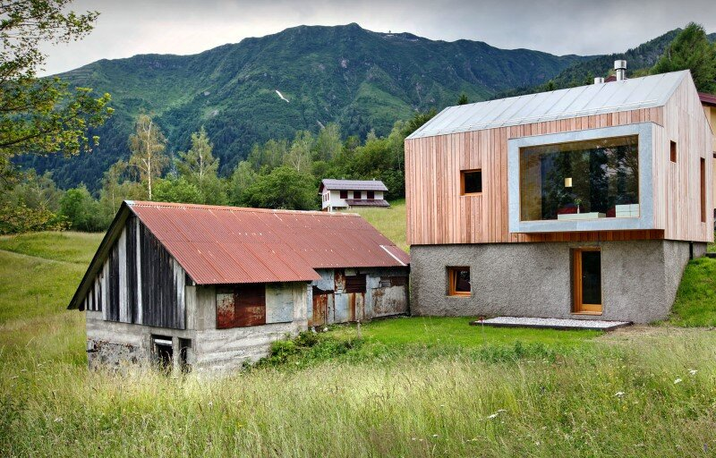 Old barn transformed into a meditative retreat in the mountains (1)