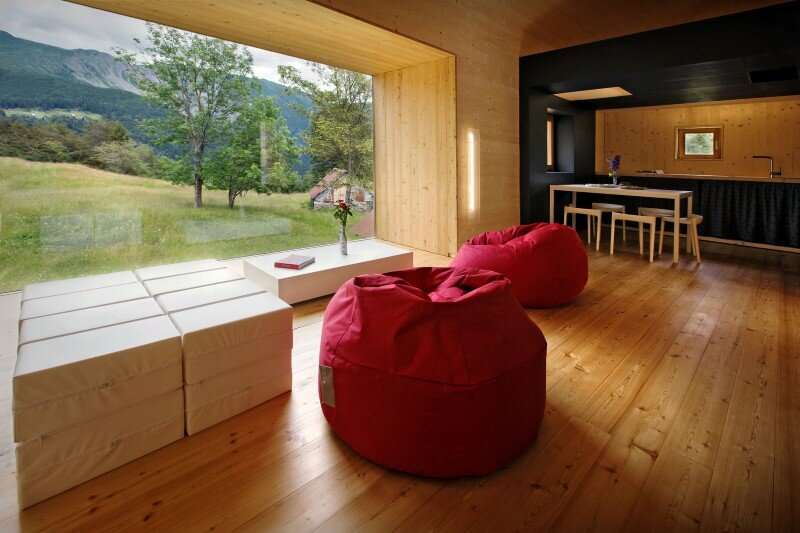Old barn transformed into a meditative retreat in the mountains (13)