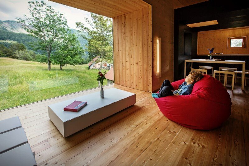 Old barn transformed into a meditative retreat in the mountains (3)
