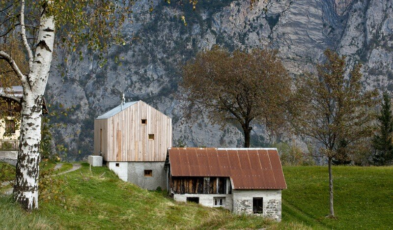 Old barn transformed into a meditative retreat in the mountains (5)