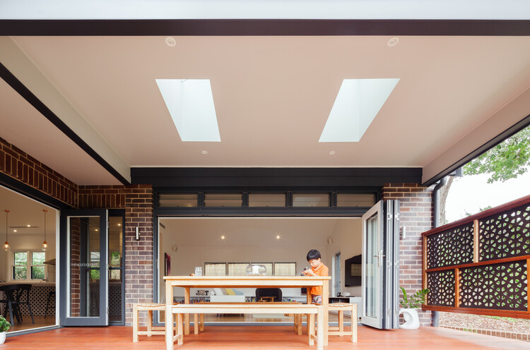 Red brick house - extended and transformed by Bijl Architecture (1)