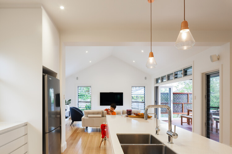 Red brick house - extended and transformed by Bijl Architecture (6)
