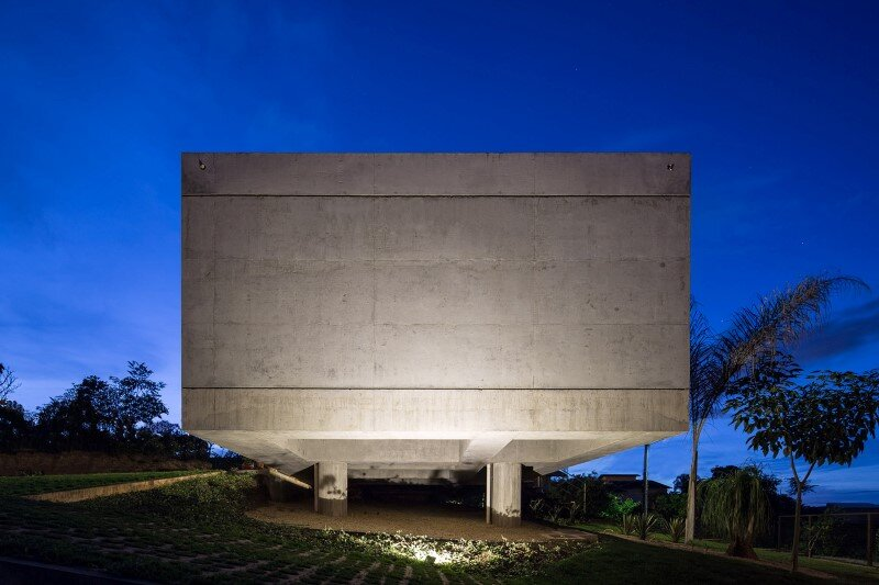 Reinforced concrete house with wide open spaces (9)