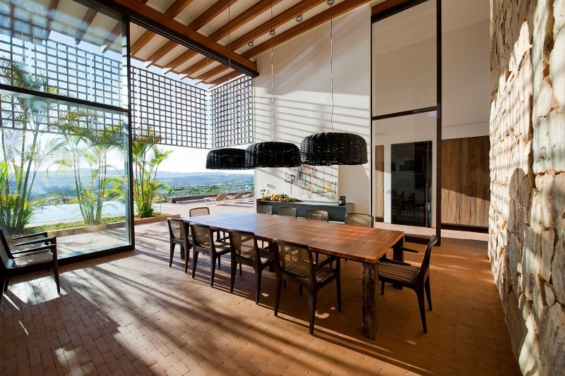 Weekend house with contemporary design placed in the Brazilian Atlantic Forest (4)