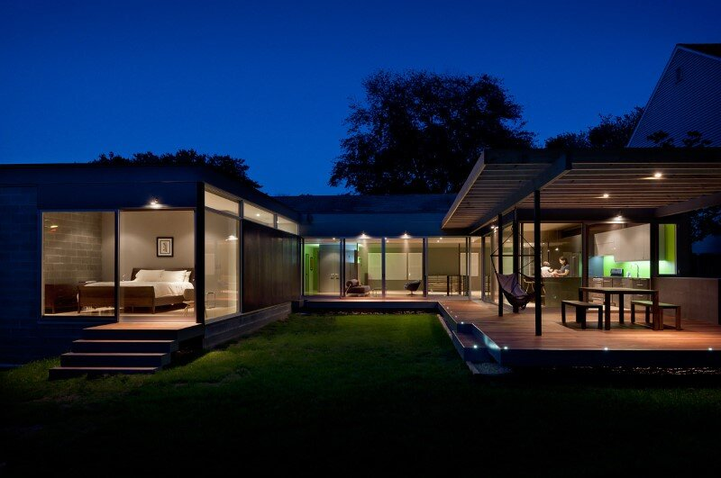 Abierta house - courtyard house with large sliding glass doors (10)