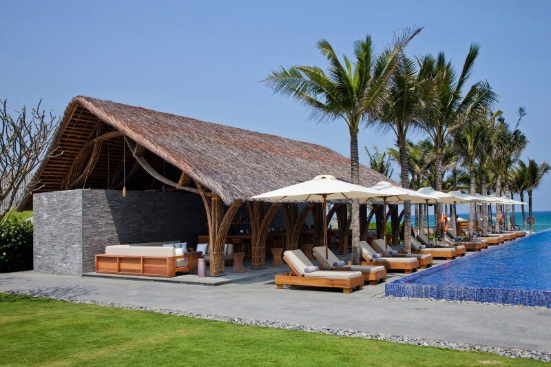 Beach bar in a tropical green resort complex - Naman Retreat (3)