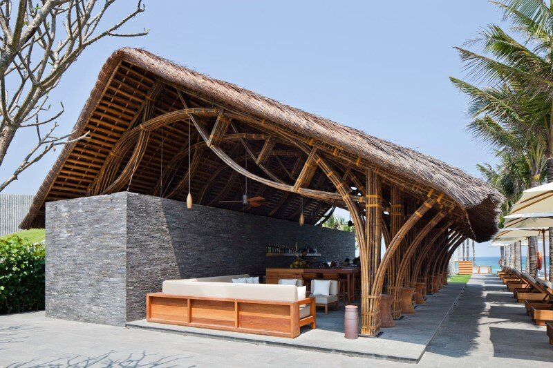 Beach bar in a tropical green resort complex - Naman Retreat (4)