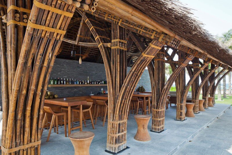 Beach bar in a tropical green resort complex - Naman Retreat (5)