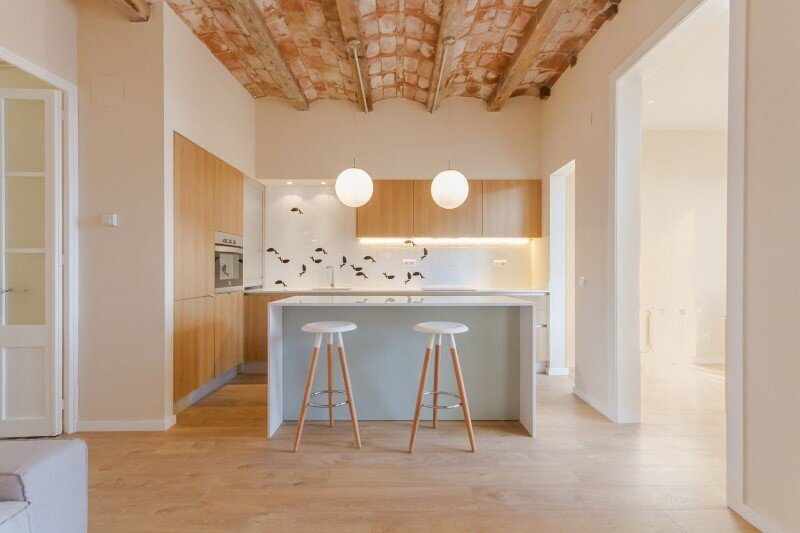 Barcelona superb apartment with modernist floors and high ceilings