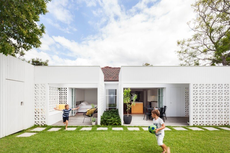 Breeze Block House was reorganized to create a more contemporary open plan