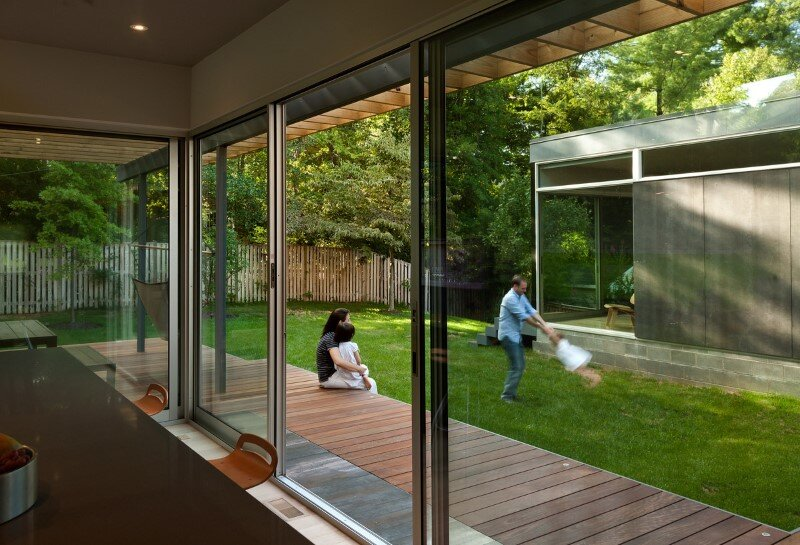 Casa Abierta - courtyard house with large sliding glass doors (13)