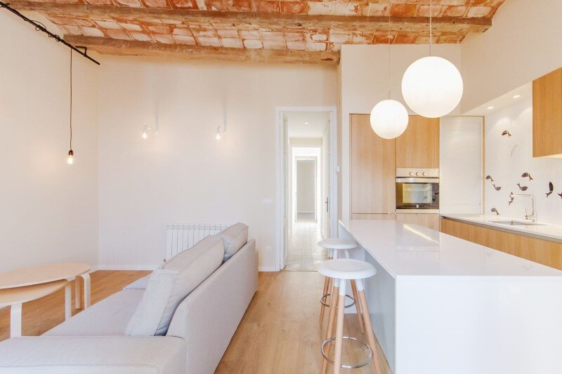 Barcelona superb apartment with modernist floors and high ceilings (17)