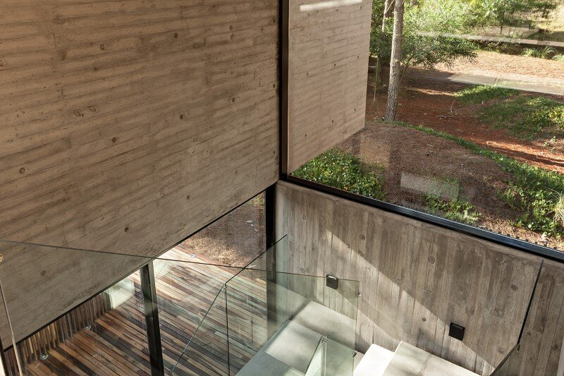 Concrete and wood harmoniously combined in Marino Pinamar House (10)